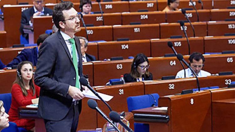 Euroopan neuvosto vaatii jäsenvaltioitaan parantamaan sateenkaariperheiden lasten ja vanhempien asemaa